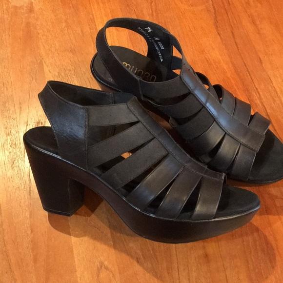 Munro American Black Leather Sandals